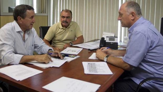 Carlos Alberto Parreira, Flávio Murtosa e Luiz Felipe Scolari em reunião na sede da CBF