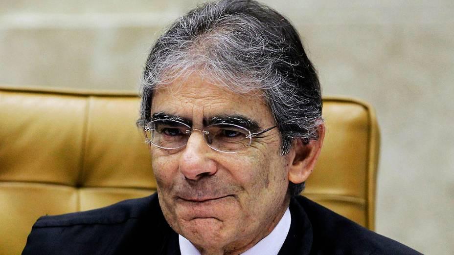 O presidente do STF (Supremo Tribunal Federal), Carlos Ayres Britto, comanda pela última vez, nesta quarta feira (14), o julgamento do mensalão
