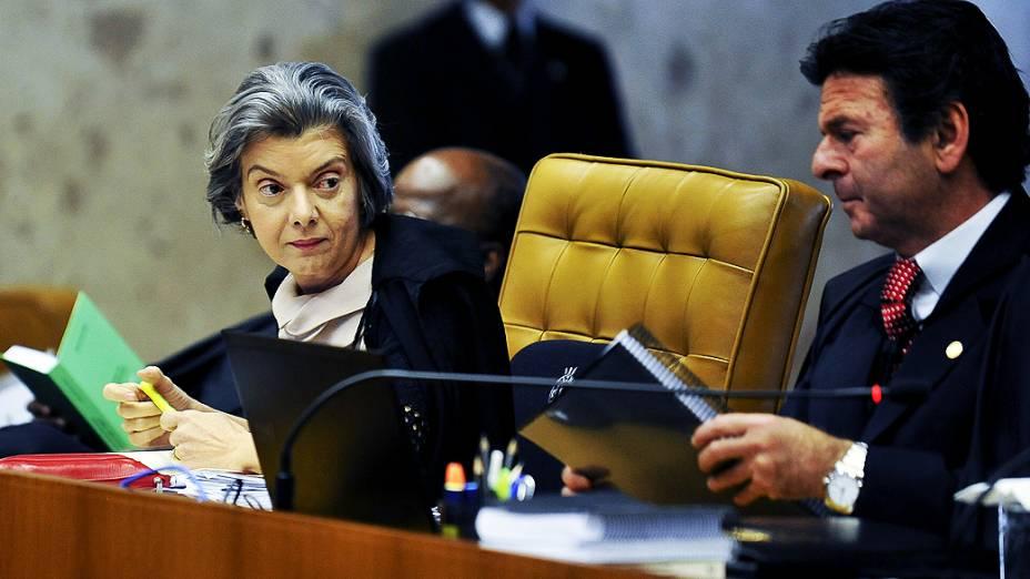Ministra Cármen Lúcia durante julgamento do mensalão, em 22/10/2012