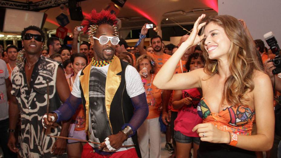 Grazi Massafera e o Olodum no camarote Contigo, em Salvador