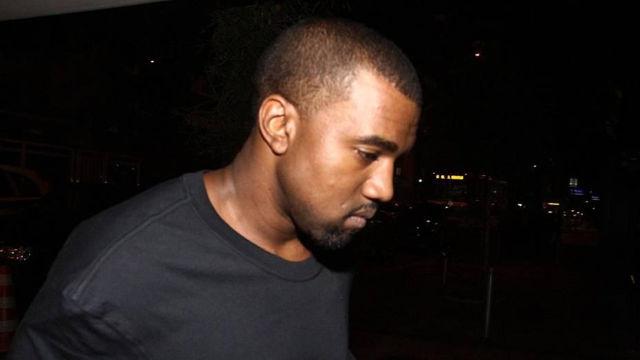 Kim Kardashian e Kanye West chegam para o carnaval do Rio