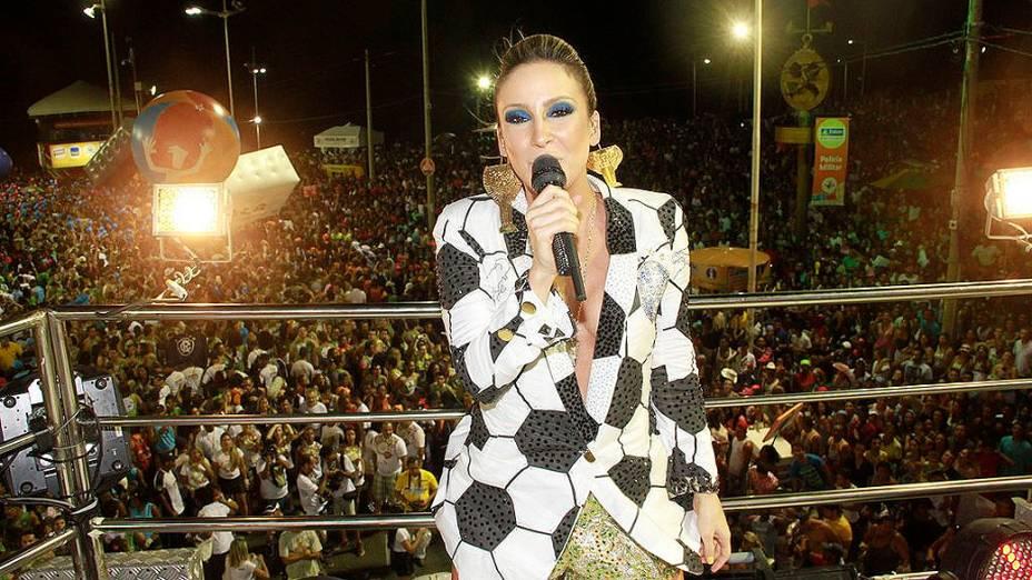 Claudia Leitte destrinchou repertório setentista e deixou suas músicas de lado no bloco Largadinho