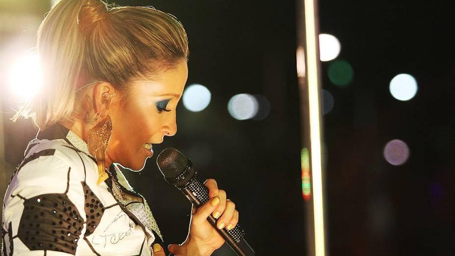 Claudia Leitte em cima do trio no circuito Barra-Ondina, em Salvador