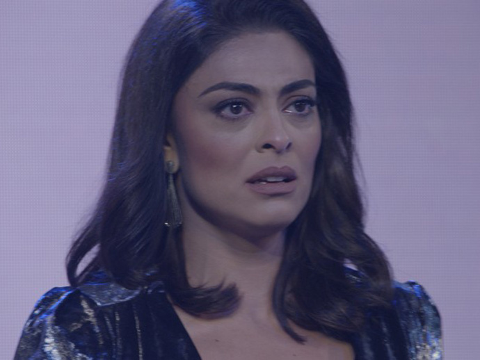 Carolina (Juliana Paes) ao ouvir que Eliza (Marina Ruy Barbosa) era a campeã do concurso