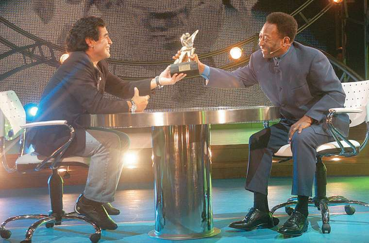 No programa La Noche del Diez, comandado por Maradona na TV argentina, em 2005: elogios e até bate-bola.