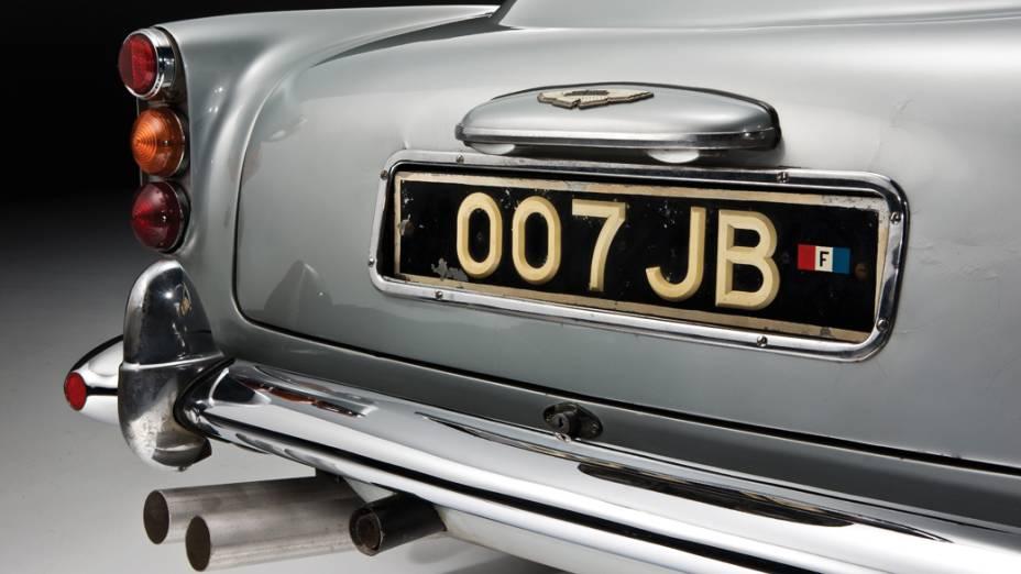 ...tornando o DB5 ao seu aspecto original. Por sorte, o outro comprador apareceu e instalou tudo de volta