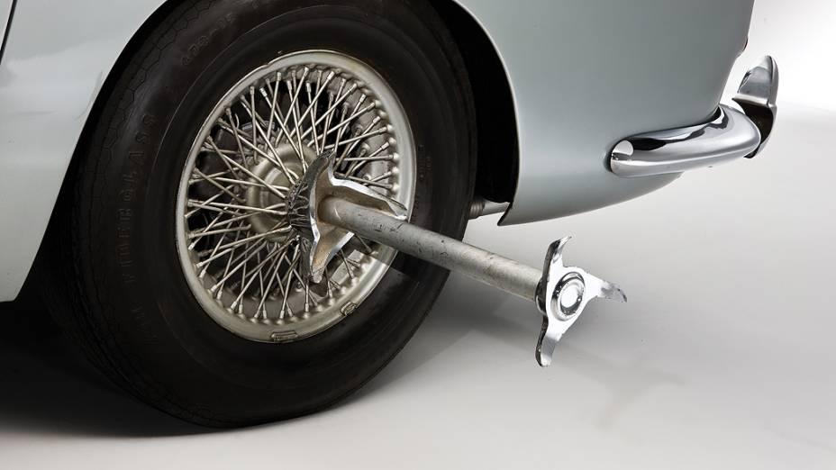... e as lâminas giratórias instaladas nos cubos de rodas,...