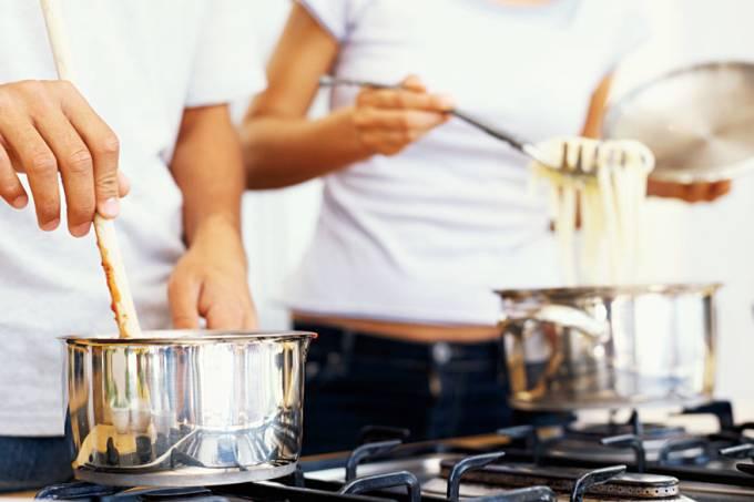 casal-cozinha-juntos-20120516-01-original.jpeg
