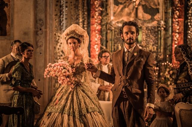 Afrânio (Rodrigo Santoro) se casa com Leonor (Marina Nery) em Velho Chico