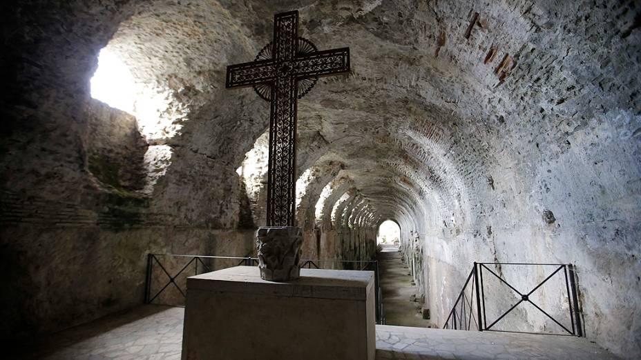 Vista de uma gruta no interior da residência de verão onde Bento XVI permanecerá por dois meses após a renúncia