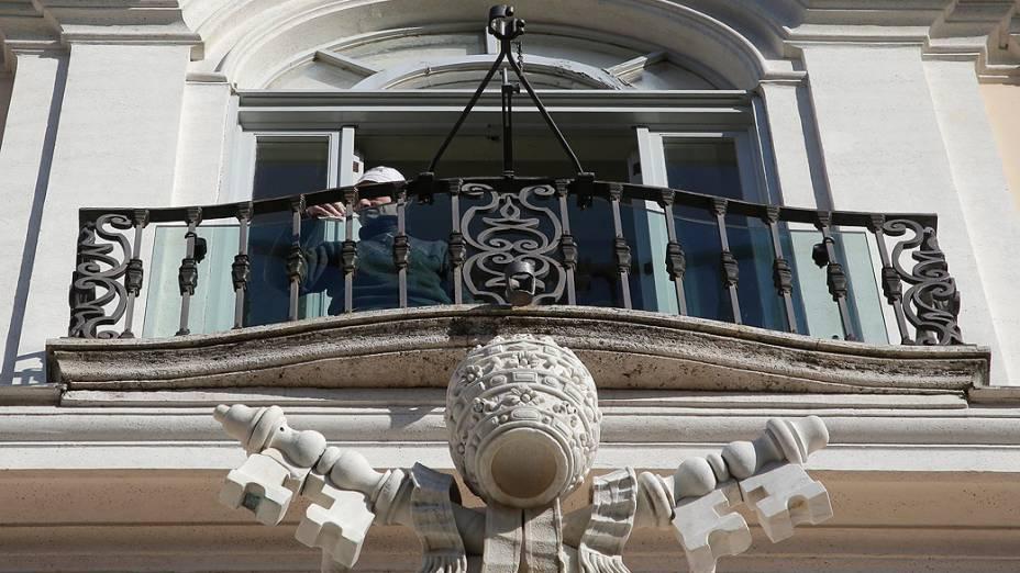 Varanda principal da residência de verão onde Bento XVI permanecerá por dois meses após a renúncia