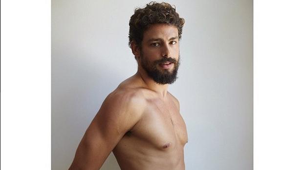 Cauã Reymond posa para Mario Testino