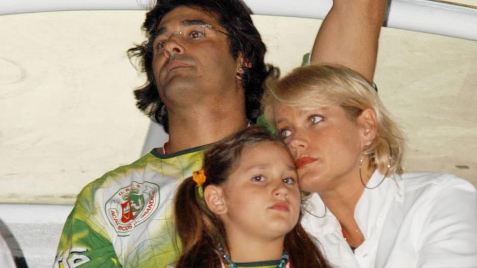 Luciano Szafir, Sasha e Xuxa no desfile das campeas do Carnaval de 2005