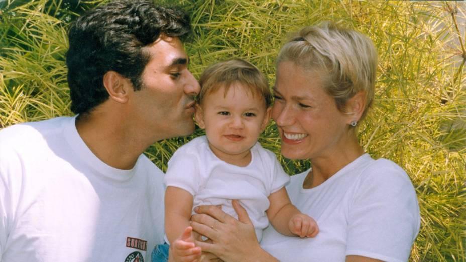 Luciano Szafir e Xuxa com filha recém-nascida, Sasha