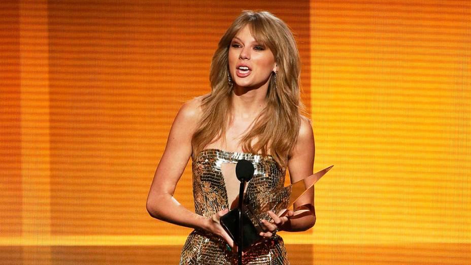 Taylor Swift durante o American Music Awards 2013, no Nokia Theatre, em Los Angeles, Califórnia