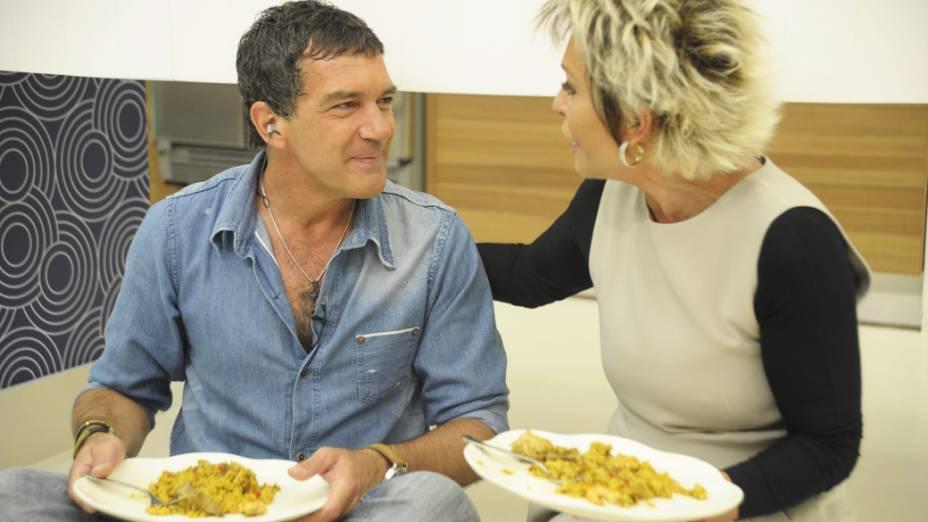 Ana Maria Braga recebe o ator Antonio Banderas, no programa Mais Você