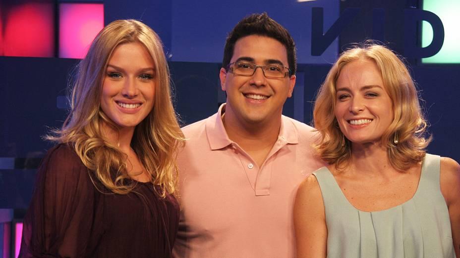Fiorella Mattheis, André Marques e Angélica no programa Vídeo Show