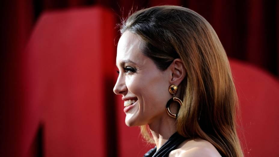 Angelina Jolie chega ao 18° Screen Actors Guild Awards no Shrine Auditorium, na Califórnia