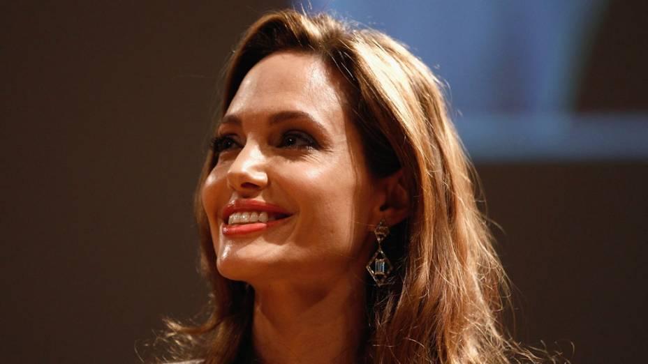 Angelina Jolie participa do Cinema for Peace, cerimônia de gala no Konzerthaus Am Gendarmenmarkt, durante o 62 º Festival Internacional de Cinema de Berlim