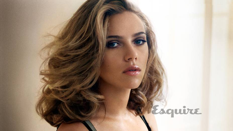 Scarlett Johansson posa para a revista Esquire