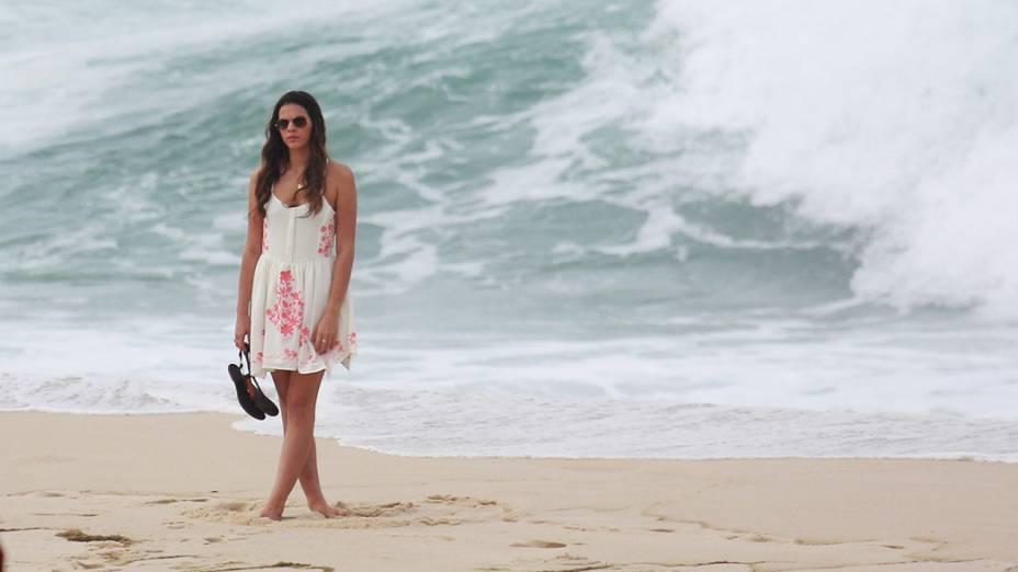 A atriz Bruna Marquezine durante gravações na praia Recreio dos Bandeirantes, no Rio de Janeiro