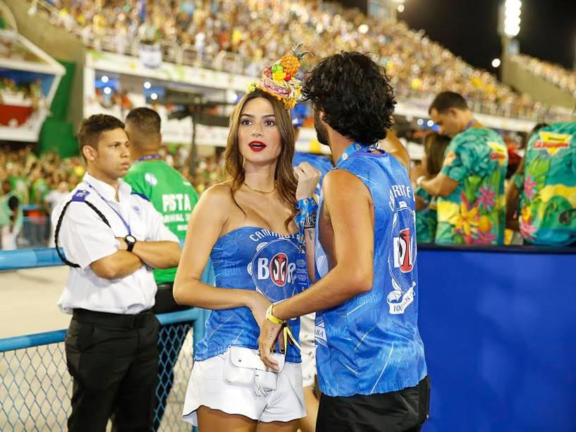 Thayla Ayala assiste do camarote aos desfiles do Grupo Especial na Sapucaí, no Rio