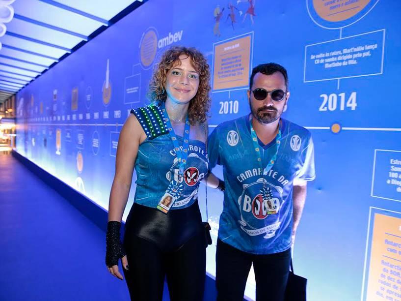 Leandra Leal chega na Sapucaí para o segundo dia de desfiles do Grupo Especial, no Rio