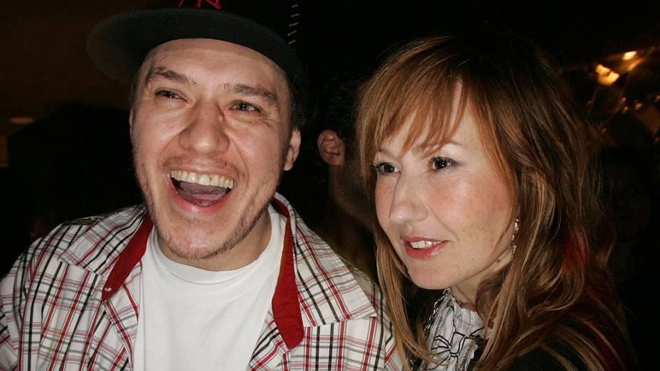 Cantor Chorão com a estilista Graziela Gonçalves, durante festa de aniversário do apresentador Marcos Mion, em 2007