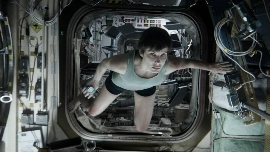 Sandra Bullock interpreta a doutora Ryan Stone no filme Gravidade