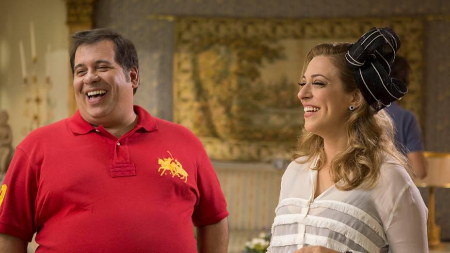 Os atores Leandro Hassum e Júlia Rabello em cena do filme Vestido Pra Casar