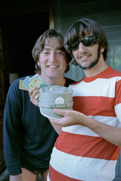Ringo Starr e John Lennon em Tobago, em 1966