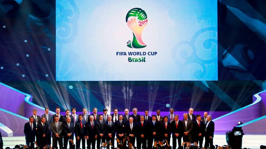 Técnicos das seleções ques disputarão a Copa do Mundo de 2014 posam para foto