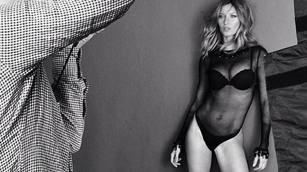Gisele Bündchen posa para uma foto no Instagram em que aparece com peças de sua própria linha de lingerie Gisele Bündchen Intimates