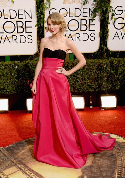 A cantora Taylor Swift chega para a premiação do Globo de Ouro, na Califórnia