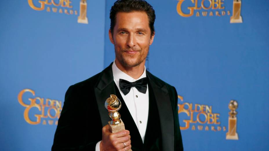 O ator Matthew McConaughey leva o prêmio de melhor ator de filme dramático Clube de compras Dallas
