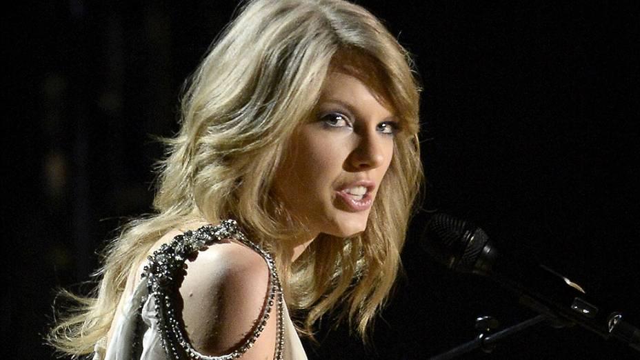 Taylor Swift se apresenta durante a premiação do Grammy 2014