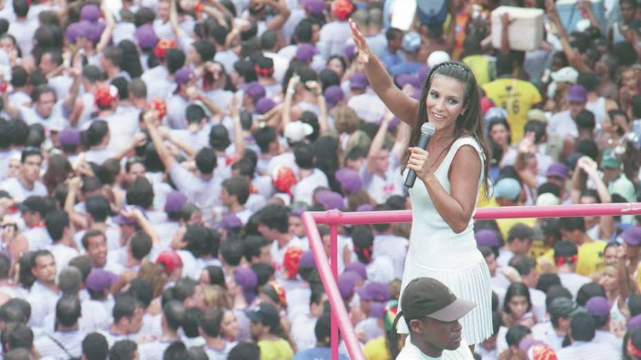 Ivete Sangalo em sua última apresentação à frente da Banda Eva, em 1999