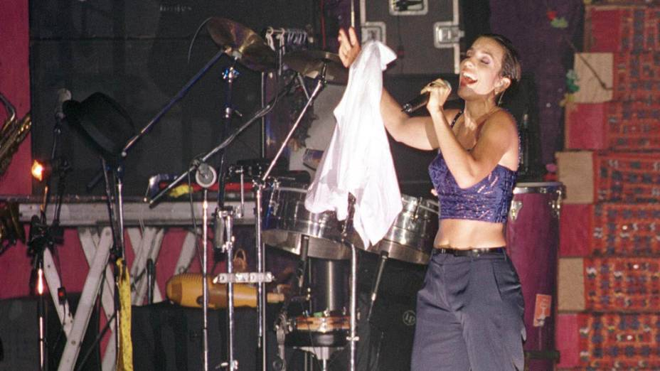 Ivete Sangalo em show, em 1998