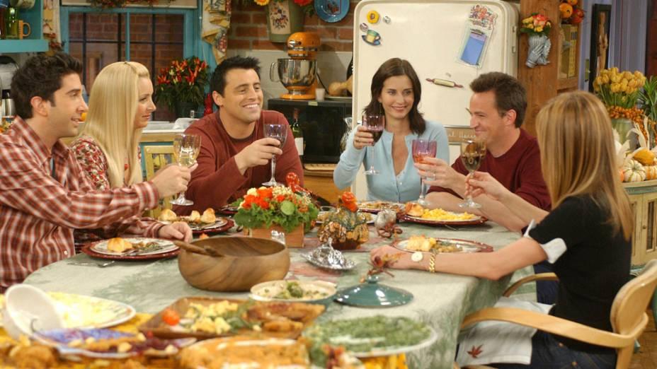 Elenco de Friends no apartamento de Monica (Courteney Cox), um dos principais pontos de encontro dos personagens
