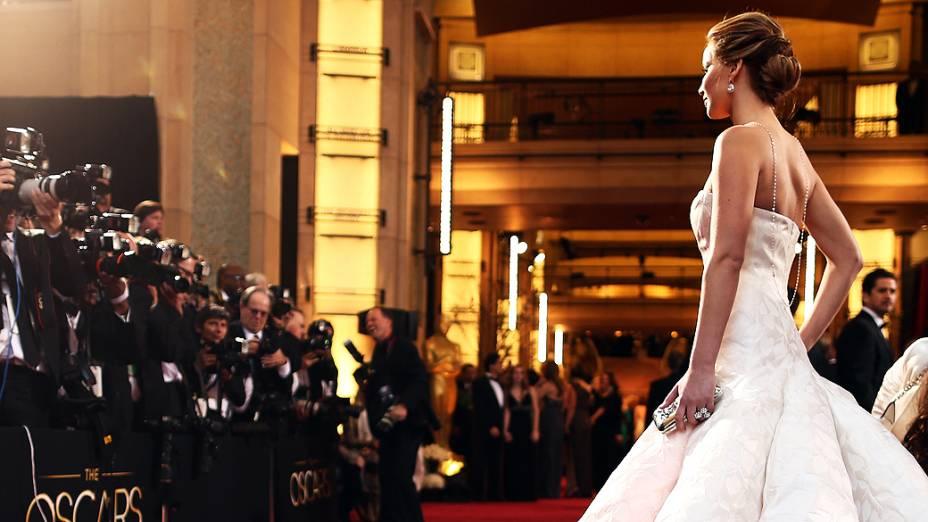 Jennifer Lawrence no tapete vermelho do Oscar 2013, em Hollywood