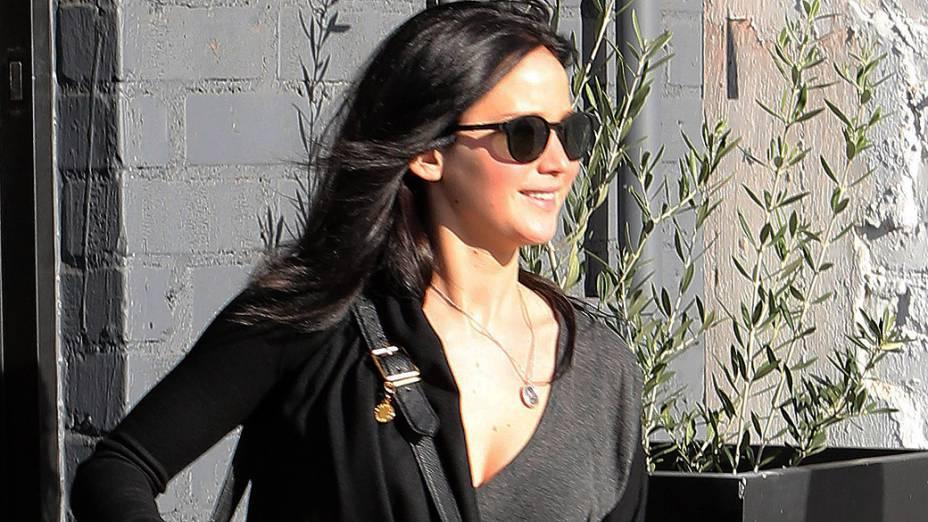 Jennifer Lawrence tingiu os cabelos para refilmar cenas da segunda parte de Jogos Vorazes, que tem estreia prevista para novembro