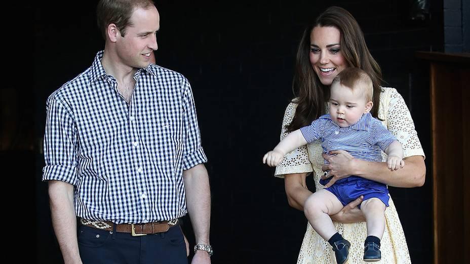 Príncipe William, Kate Middleton e o Príncipe George visitam o zoológico de Sidney