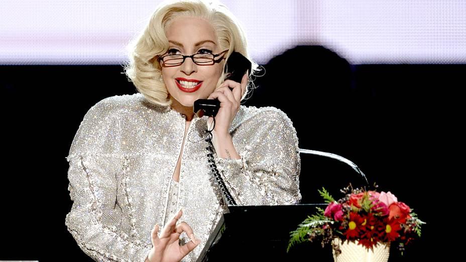 Lady Gaga durante participação no American Music Awards 2013, em Los Angeles, Califórnia