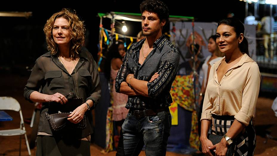 Isabel (Patricia Pillar), Leandro (Cauã Reymond) e Celeste (Dira Paes)