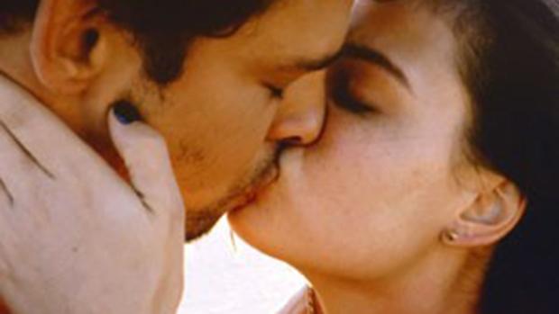 Leandro (Cauã Reymond) e Antônia (Isis Valverde)