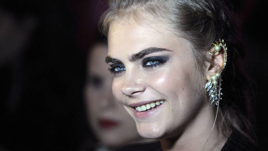 Modelo Cara Delevigne no evento da marca DKNY, em Londres