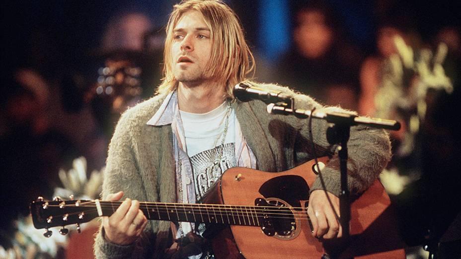 Kurt Cobain durante gravação do MTV Unplugged com a banda Nirvana em 1993