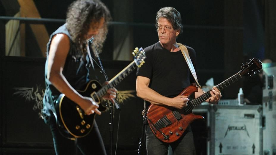 Kirk Hammett, do Metallica, e Lou Reed tocam juntos em um show em Nova York, em 2009
