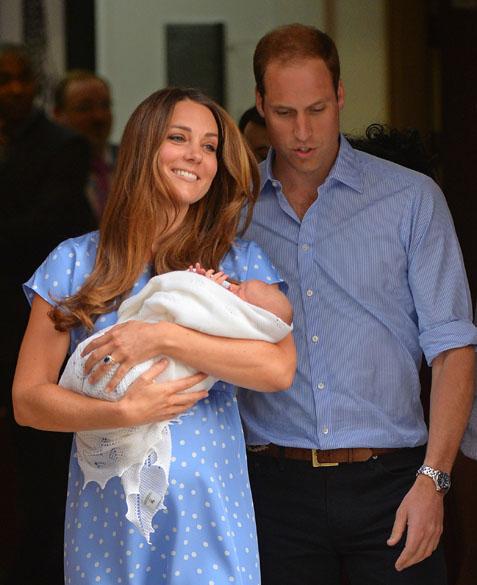Príncipe William e Catherine, Duquesa de Cambridge mostra seu filho recém-nascido para a mídia do mundo, do lado de fora do Hospital de Santa Maria, em Londres
