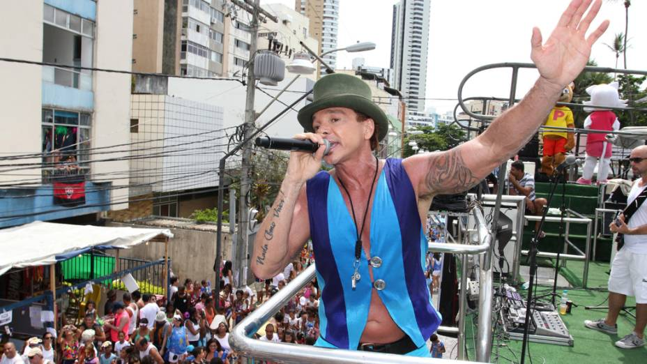Netinho no trio elétrico da 19ª edição do Bloco Happy 2012, em Salvador